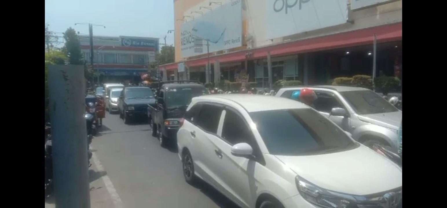 Arus Lalin Kawasan Alun-alun Utara Kota Pekalongan (2/5/2021)