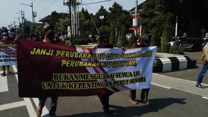 Tagih Janji 100 Hari Program Bupati, Aktivis Laskar Patih Sampun Grudug Pendopo Pemalang