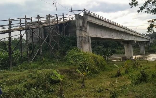 Proyek Jembatan Puluhan Milyar Amburadul
